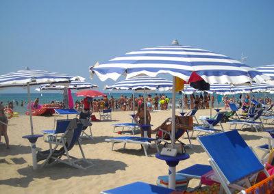 ombrelloni-spiaggia-stabilimento-militare-gaeta